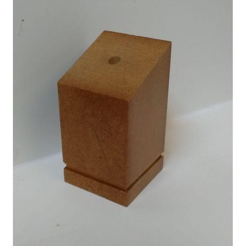 Peana de madera a medida para modelismo